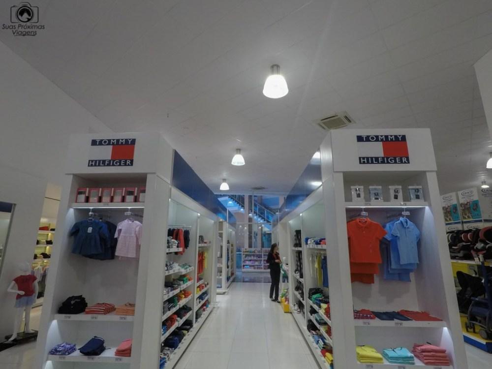 Vista do estande da Tommy Hilfiger no Shopping China, em Compras no Paraguai