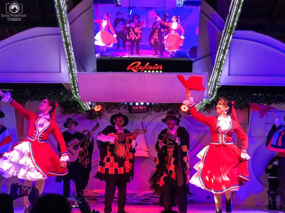 Foto de danças típicas do Restaurante Rafain em Foz do Iguaçu