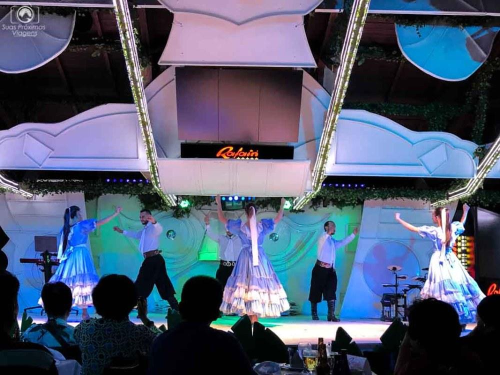 Foto de danças típicas do Restaurante Rafain em o que fazer em Foz do Iguaçu