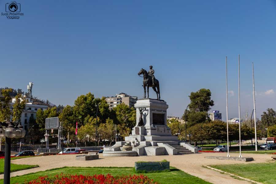 Imagem de uma praça em Santiago do Chile