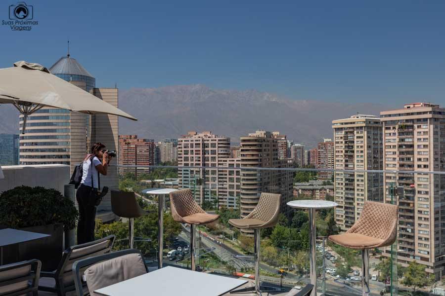 Imagem de Santiago desde o rooftop do hotel Cumbres Vitacura em Santiago