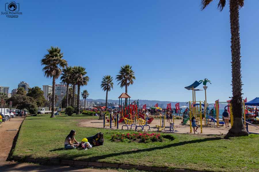 Imagem da Praça em frente a Praia de Viña del Mar