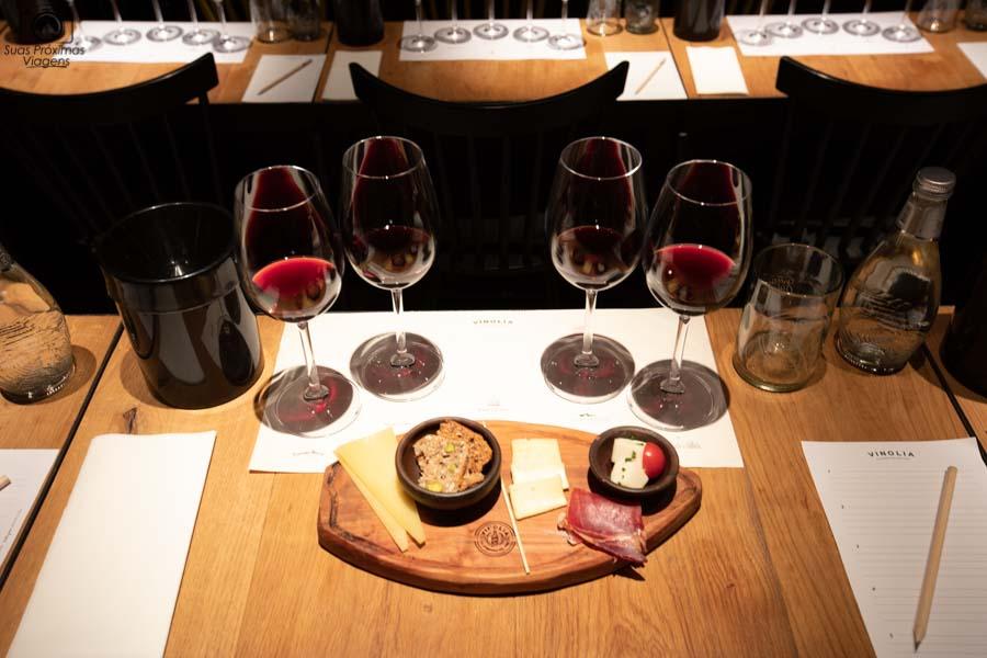 Imagem da degustação de vinhos no Vinolia