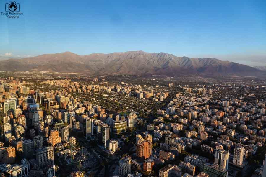 Imagem de Santiago do Chile com a Cordilheira ao fundo