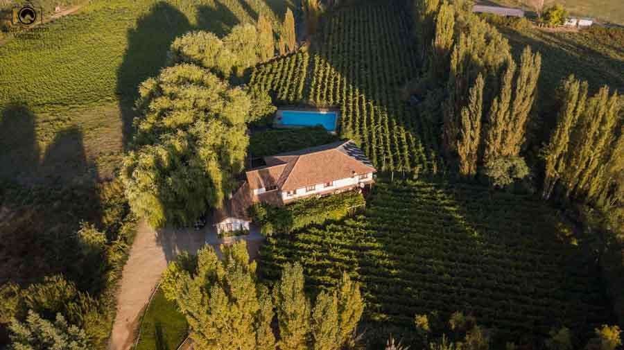 imagem  aérea do hotel parronales no valle de colchagua