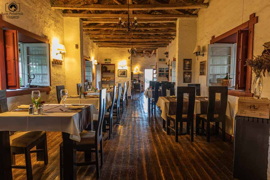 imagem da área interna do restaurante casa colchagua