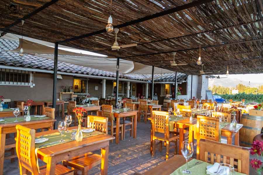 imagem da área externa do restaurante casa colchagua