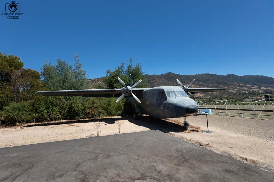 Imagem do avião ao lado do museu do automóvel na Viña Santa Cruz em Vale de Colchagua