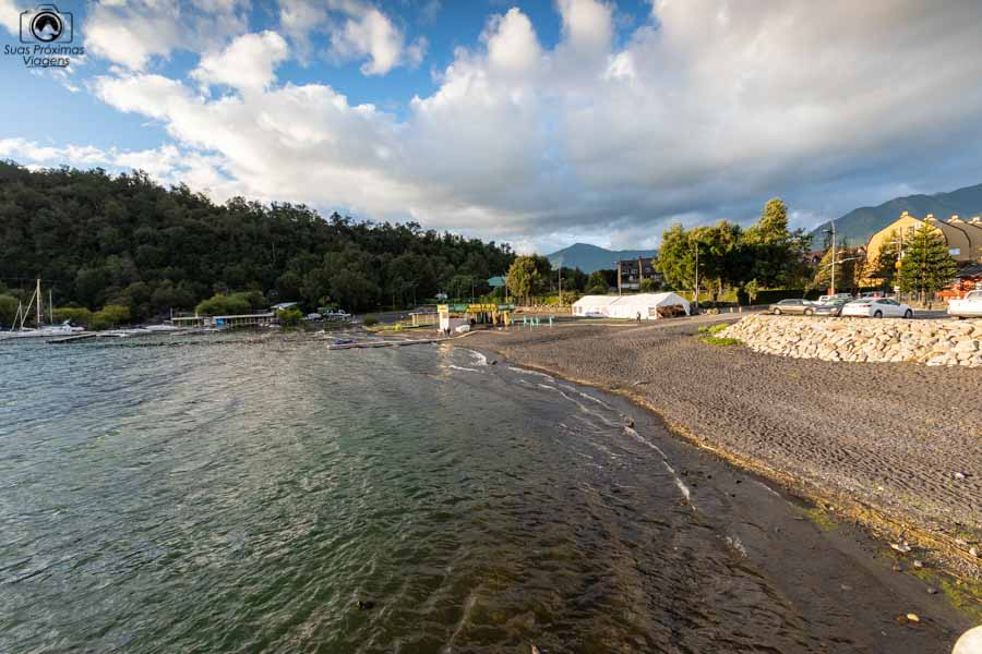 Imagem da margem do lago em La Posa