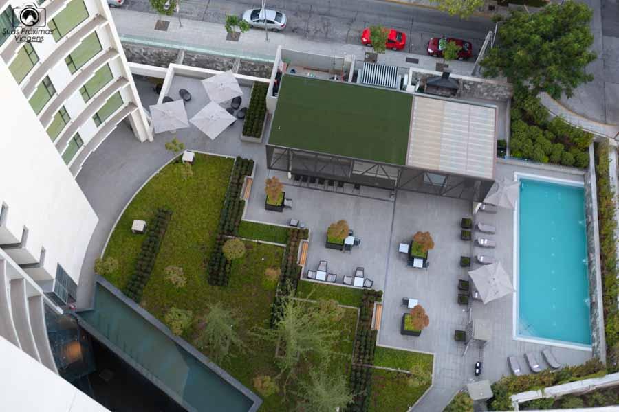 Imagem da piscina vista da cobertura
