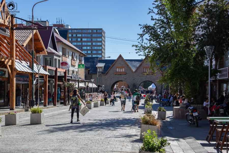 Imagem do Portal em Bariloche retranta a origem europeia