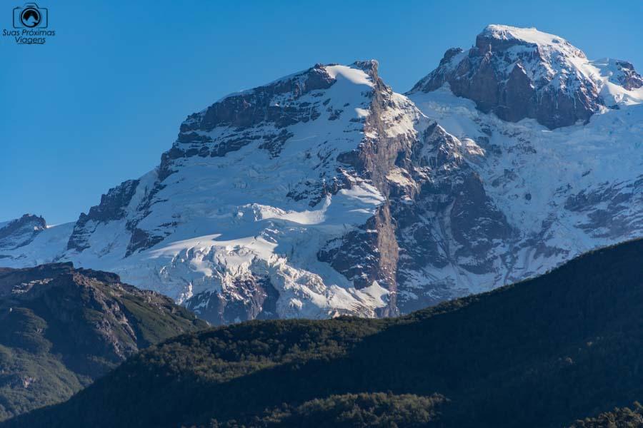 Imagem do Cerro Tronador coberto de neve