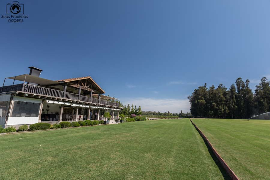 Vista do restaurante da casa silva de frente ao campo de polo