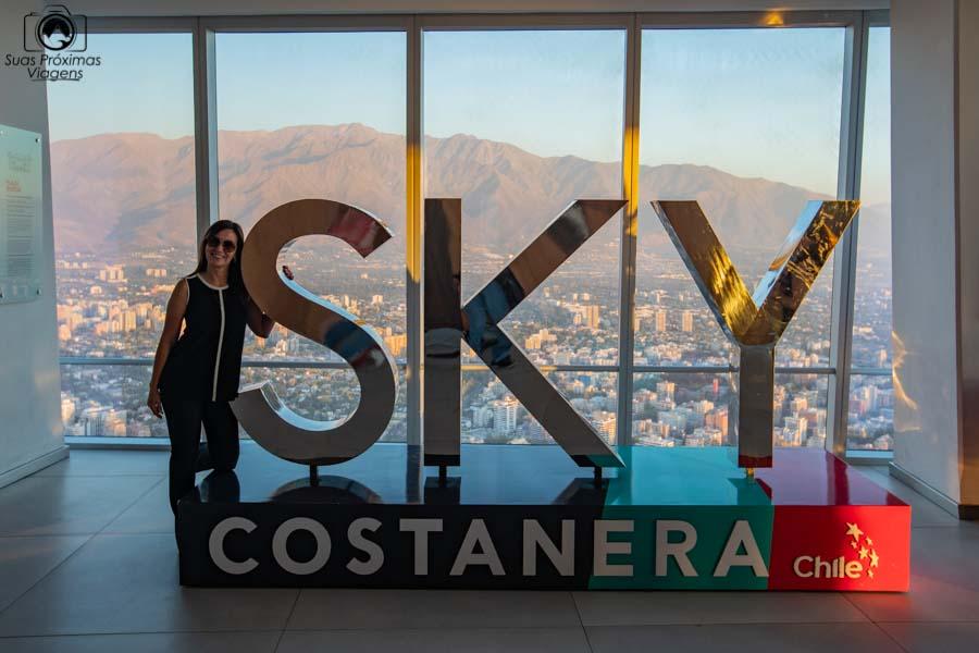 Imagem da escultura da entrada do Sky Costanera