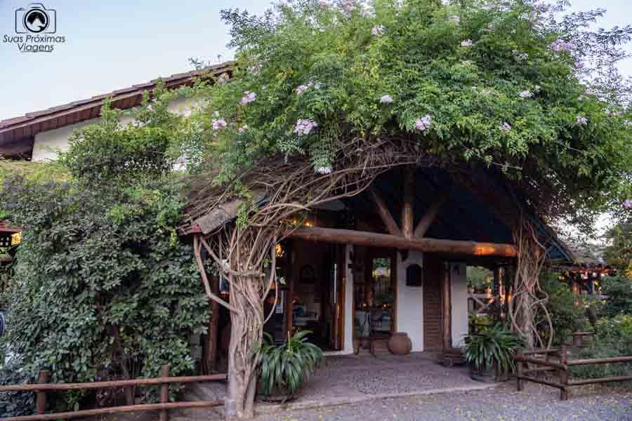 imagem da entrada hotel casa de campo