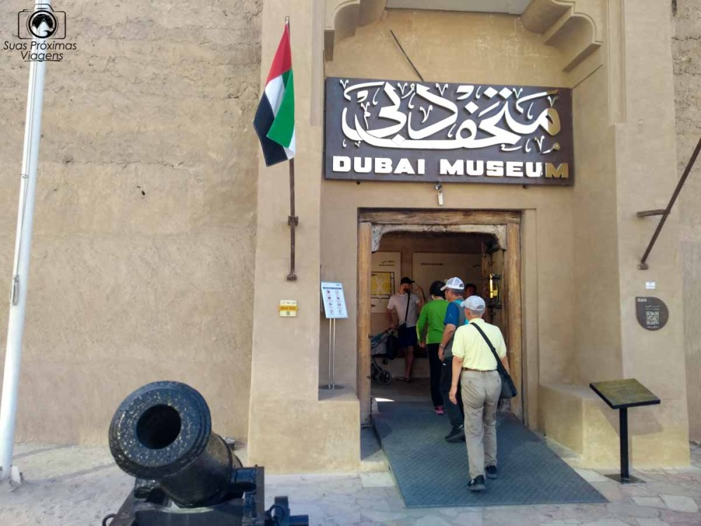 imagem da entrada do museu de dubai
