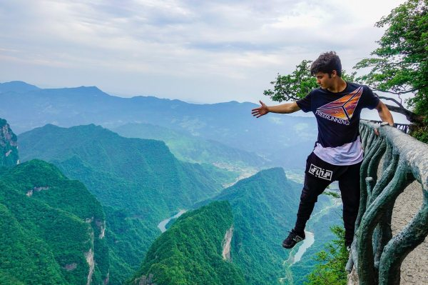 Calen Chan Takes On Skyladder, World's Largest Parkour ...