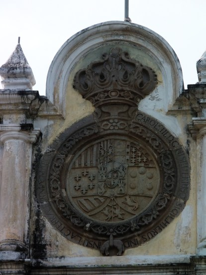 The seal of king Eduardo, I think? Old stuff