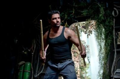 Manu-Bennett-as-Slade-Wilson-in-Arrow-Season-2-570x379