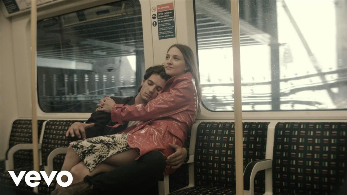 "Wolf Alice's ""Don't Delete The Kisses"" is a love story on a subway train"