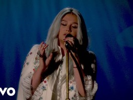 kesha praying live