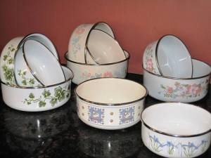 Paska baking containers