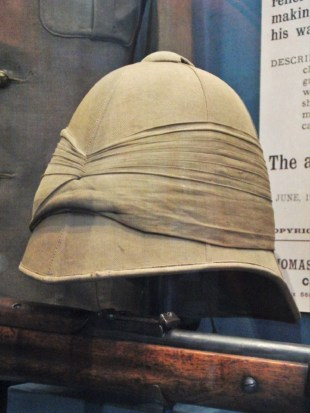 A classic Boer War-era style pith helmet of the Worcestershire Regiment.