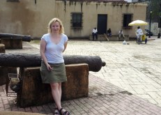 Taking a rest by an old canon by Casa de Reales