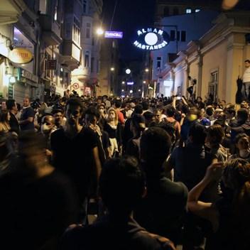 13.1.-Primero-fueron-cientos-después-miles-las-personas-que-se-conjuntaron-en-solidaridad