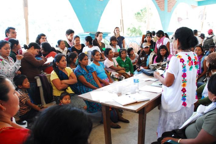 Mesa de diálogo de mujeres en el XVI aniversario de la CRAC/Foto: Karla H. Mares