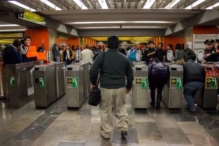 Brigadas, en su mayoría conformadas por estudiantes, liberaron simultáneamente las 21 estaciones de la línea 3 del metro