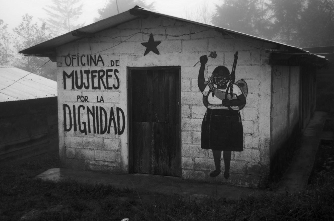 Oficina de mujeres en el Caracol. Fotografía: Amaranta Marentes Orozco