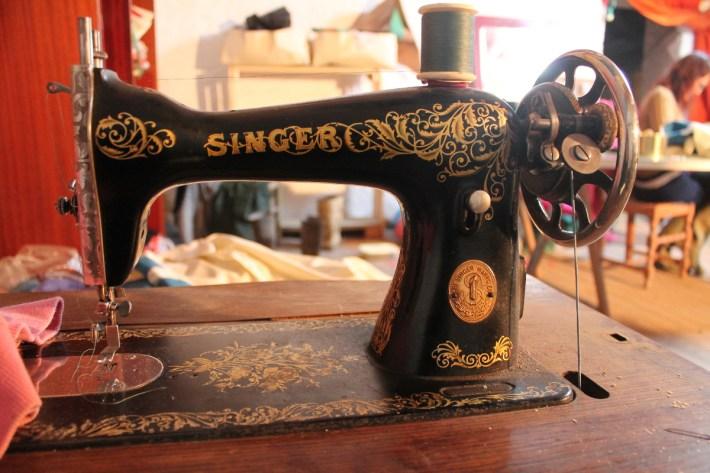 En la ZAD, cada quien puede aprender a coser