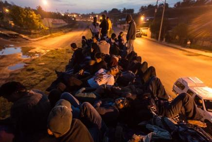 Viacrucis Migrante: cientos caminarán esta noche de Tabasco a Chiapas