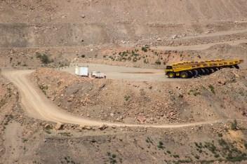 Impotencia. A pesar de no contar con los permisos necesarios, minera san Xavier trabaja las 24 horas del día con una infraestructura que le ha permitido remover 80 mil toneladas de tierra