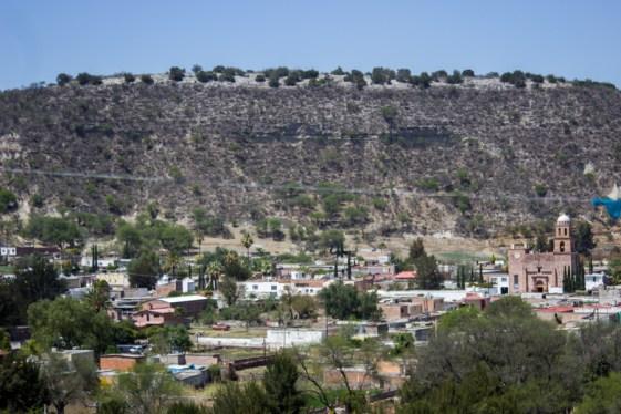Pese a que el ayuntamiento de Cañadas de Obregón no ha expedido los cambios en el uso de suelo, Abengoa, empresa española responsable de la construcción de la presa El Zapotillo en colusión con la CONAGUA, lleva un avance de más del 70%
