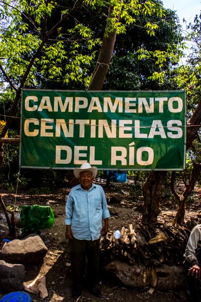 """Campamento """"Los tamarindos"""" donde hombres, mujeres, niños y ancianos hacen guardia para evitar que se construya la presa."""