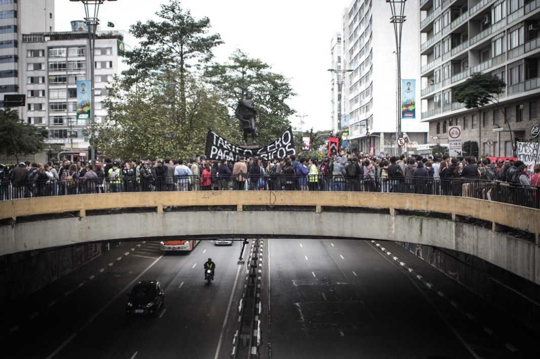 Alrededor de las 15:00 hrs diferentes contingentes fueron concentrándose en la Plaza del Ciclista, uno de los lugares recurrentes para las manifestaciones.