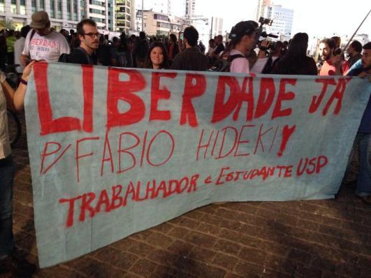 Mantas desplegadas en una protesta contra la detención arbitraria de Fábio Hideki. São Paulo, 27 de junio. Fotografías: Heriberto Paredes