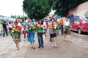 Valentina acompañada de las defensoras de derechos humanos del CDH Tlachinollan.