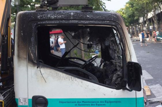 Camiones del sistema de transporte público incendiados.
