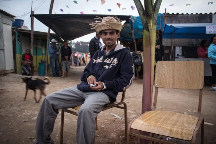 Imágenes capturadas en los preparativos de la fiesta junina que organizaron los moradores de la ocupación. En otro trabajo abordaremos los asuntos relacionados con las fiestas y la lucha. Fotografías: Heriberto Paredes
