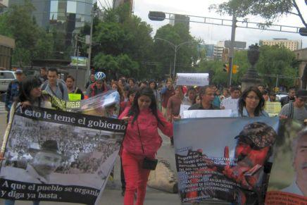 Marchan en apoyo a Mireles en el DF