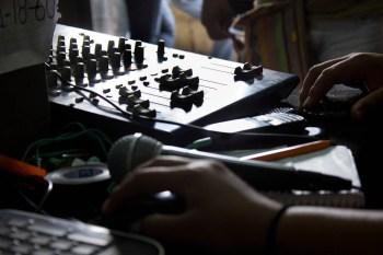 100.7 FM: transmisión desde la lucha. Amilcingo 2014.