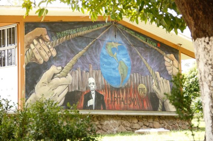 En 2002 quisieron convertir a la escuela Normal en una escuela rural que ya no brindara hospedaje ni alimentos, el pueblo llamó a asamblea y la defendió.