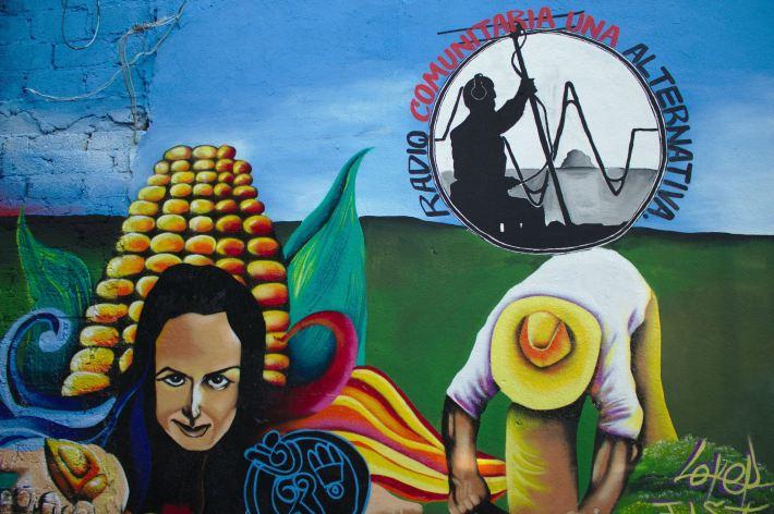 Mural «Lucha contra el gasoducto y defensa de la Tierra. Radio Comuniraria Amiltzinko»