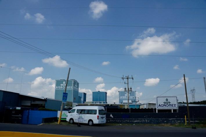 Camino de las Pintas a Parques del Castillo. El corredor industrial que se extiende a lo largo del cauce del Río Santiago, desde Ocotlán hasta el Salto, reúne más de 300 industrias de distintos giros.
