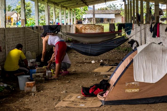 Mujeres y hombres en Villagarzón forman parte del paro de comunidades del Putumayo que exigen al gobierno alto a las fumigaciones con glifosato, alto a la expansión petrolera y la suspensión de la ley 0551, así como la cancelación de la licencia ambiental para la explotación de recursos en el Putumayo.