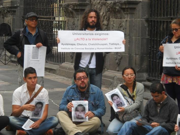 Estudiantes de la BUAP participaron en la marcha y la exposición para actualizar la memoria de lo acontencido en 1968