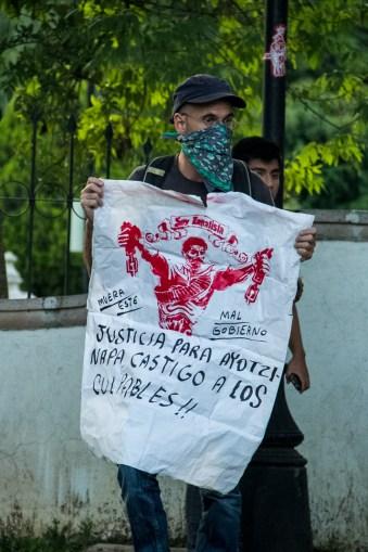 Marcha por desaparecidos de Ayotzinapa en Morelia - Alejandro Amado (9)